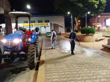 Praça e bancos são desinfectados novamente