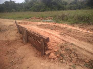 Prefeitura coloca manilhas na estrada de Santa Rita