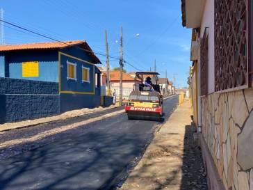 Ruas recebem melhorias antes de asfalto