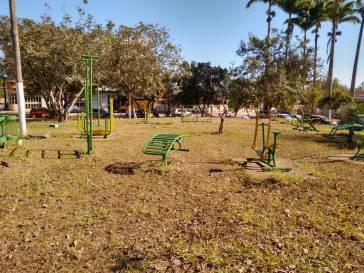 Prefeitura faz manutenção em parques e academias