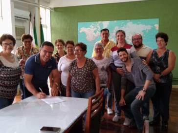 Prefeitura cede lote para a sede do Clube das Mocinhas e Mocinhos de Ontem