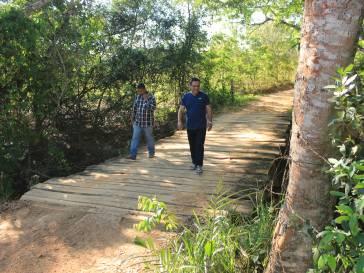 Prefeito vistoria ponte na região do Sapé