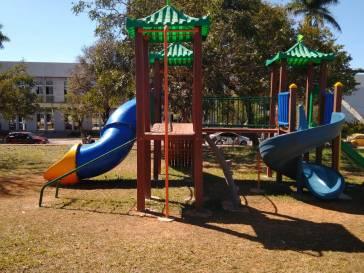 Praça Mozart Tôrres ganha um playground
