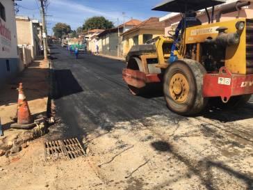 Novo trecho com asfalto na rua Santo Antônio