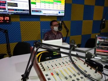 Prefeito participa de entrevistas nas rádios