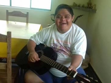 Prefeitura mantém aulas de zumba e de violão do CRAS